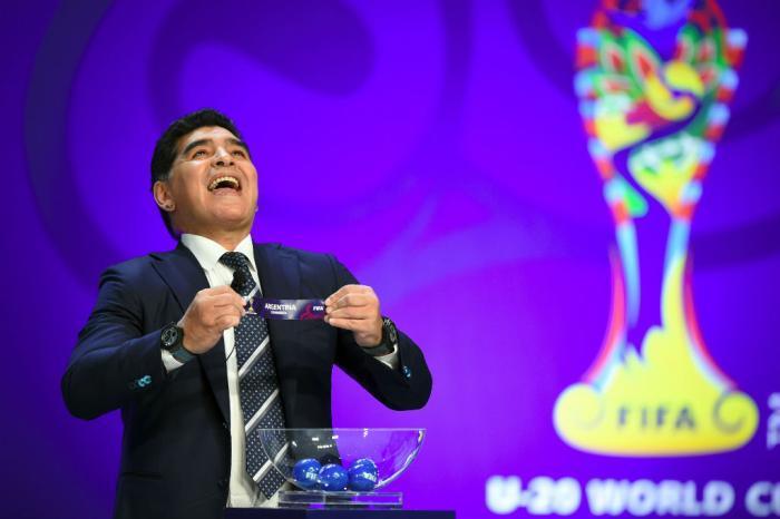 Maradona confessa que é fã de 'É o Amor' e @zcloficial responde: https://t.co/6vZoXyFhcN