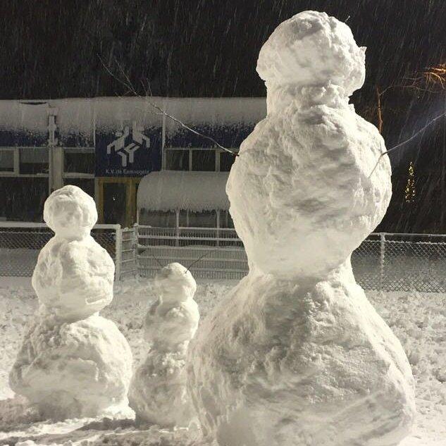 RT @eemvogels: Ondertussen op het Eemvogelveld... #korfbal #sneeuw #soest #sneeuwpop https://t.co/oYs3eIGp2Y