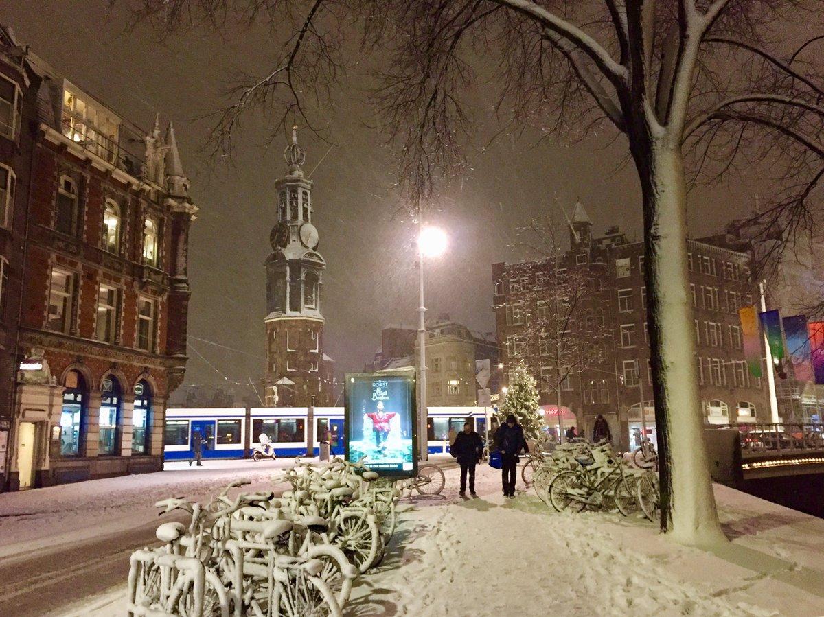RT @koosvanzanen: Amsterdam, Munt #snow #sneeuw https://t.co/UtpSetyqIP