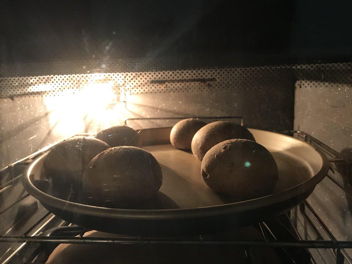 Pães integrais no forno porque sou uma pessoa saudável (risos)