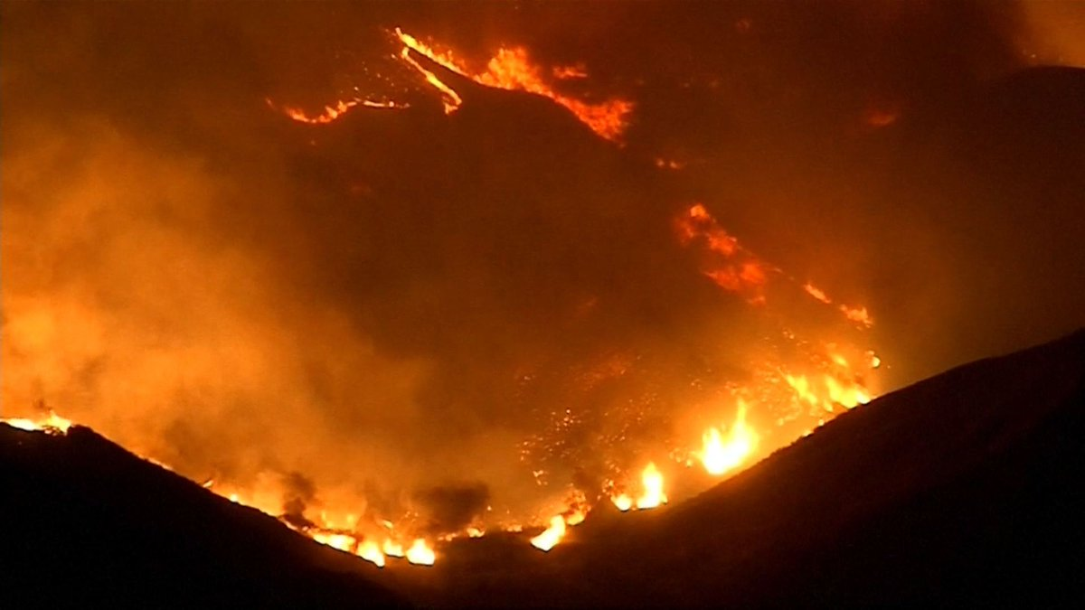 200,000 Evacuate Amid Fifth-Worst Wildfires in California History https://t.co/PtZ9Y4UT4g #CaliforniaWildfires