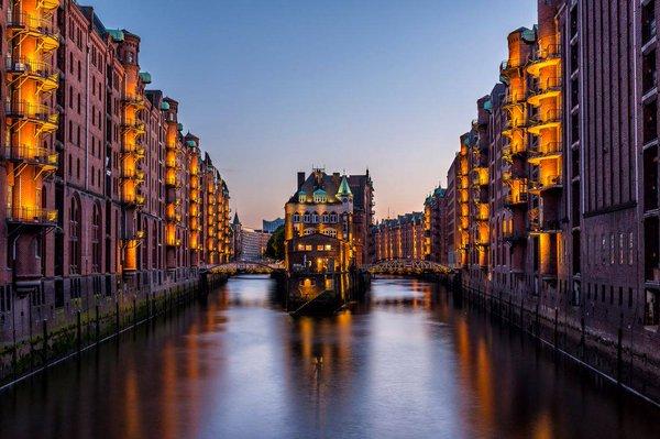 Speicherstadt, en Hamburgo, Alemania  Ví...