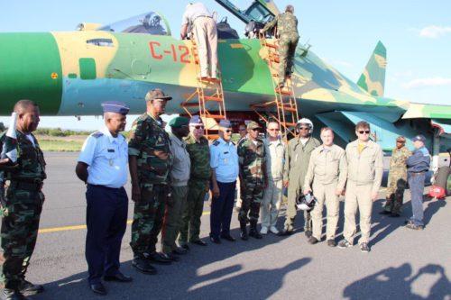 الدفعه الاولى من مقاتلات SU-30K في الطريق الى انغولا DQzWAlYVoAA9oXW