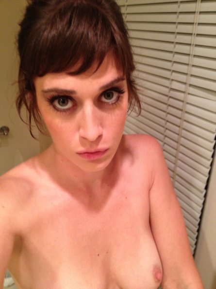 Lizzy Caplan    – Naked Celeb