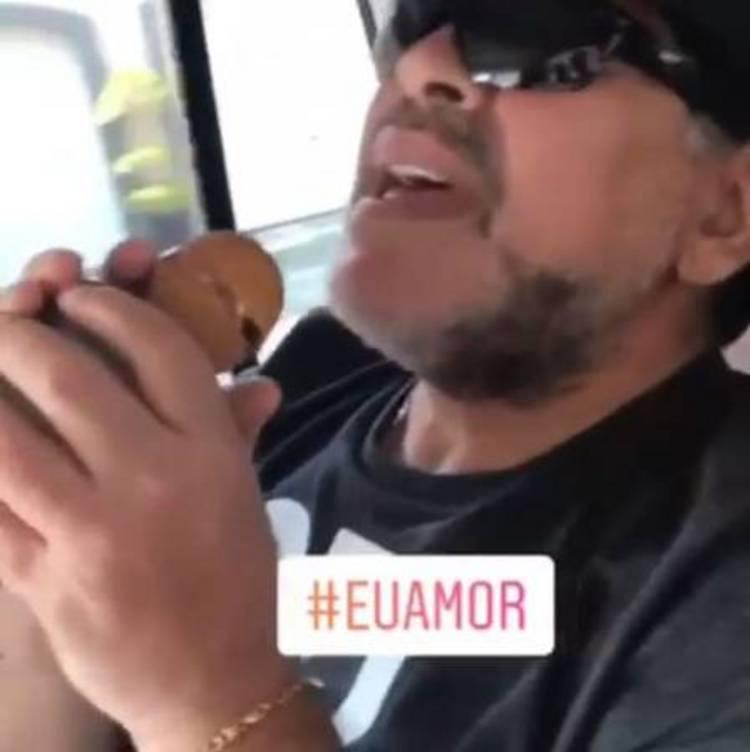 Maradona canta 'É o amor' e troca mensagem com Zezé di Camargo; veja vídeo https://t.co/I2CQroYdNn