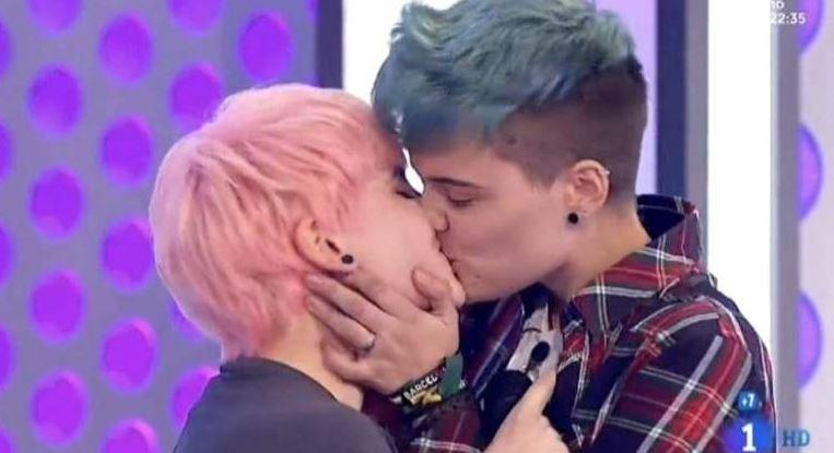 RT @cometelasopa: Recuerda: tu amor es válido, sea como sea. #OTGala7 https://t.co/4aXlO7q5bL