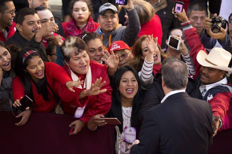 'Até aí, tudo segue como sempre foi quando o PRI ocupou o governo, mas o México mudou. E o sexênio Peña Nieto termina quando nunca na história recente do país um presidente esteve tão desacreditado', mis declaraciones sobre #2018 con @folha, Brasil: https://t.co/EBUBrNU5nx