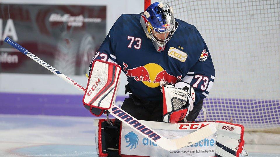 Esperto ou antidesportivo? Goleiro apela no hockey no gelo na Alemanha e ainda se dá muito bem https://t.co/X6DgH6k53L