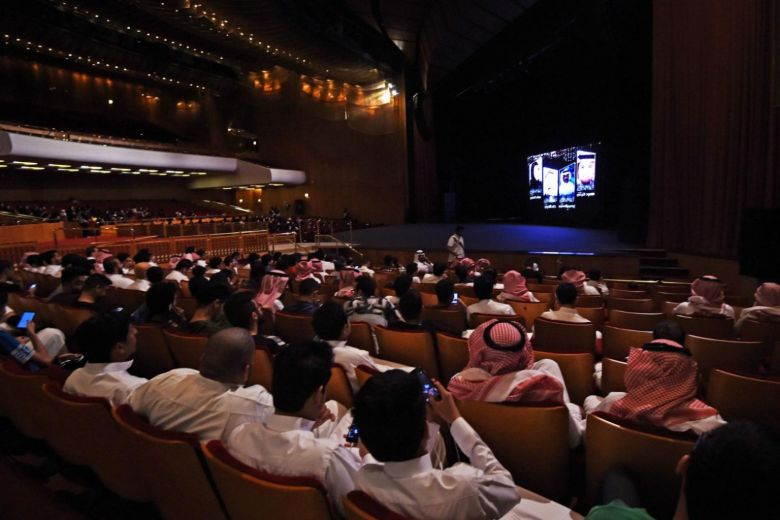 Saudi Arabia lifts decades-long ban on cinemas https://t.co/A5wY2z9W5z