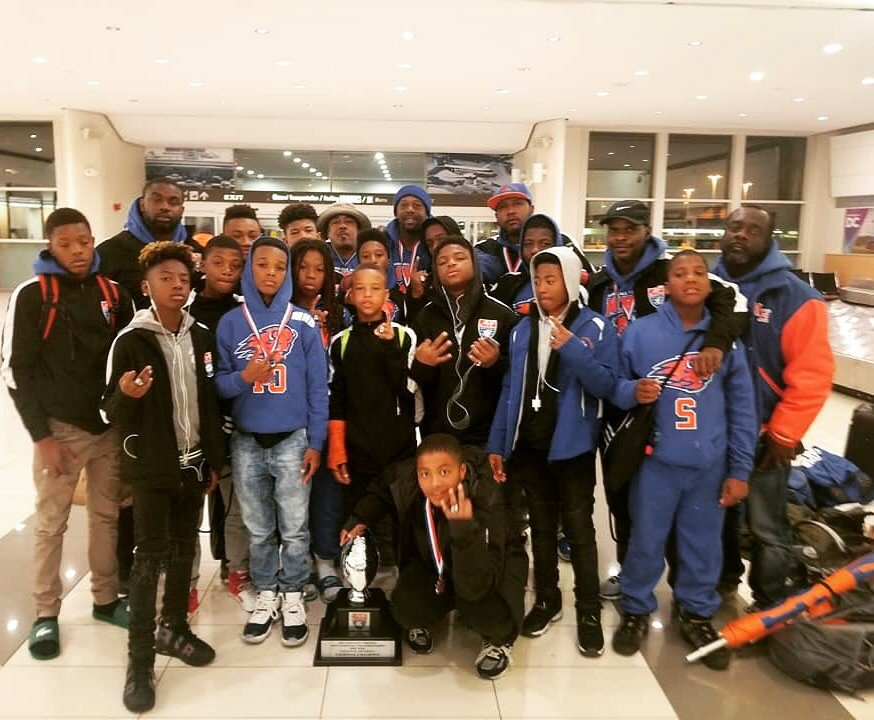 A big shout out to the Marshall Heights Bison and coach #DCPolice Officer Gregory Evely for winning the American Youth Football's National Pee Wee Championship!  (You're already champions in our book!)  Their inspiring story from @ABC7News here: https://t.co/wCPhui16E3