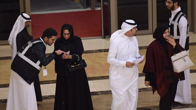 Saudi Arabia lifts 35-year ban on movie theaters https://t.co/VvtXYXkVBR