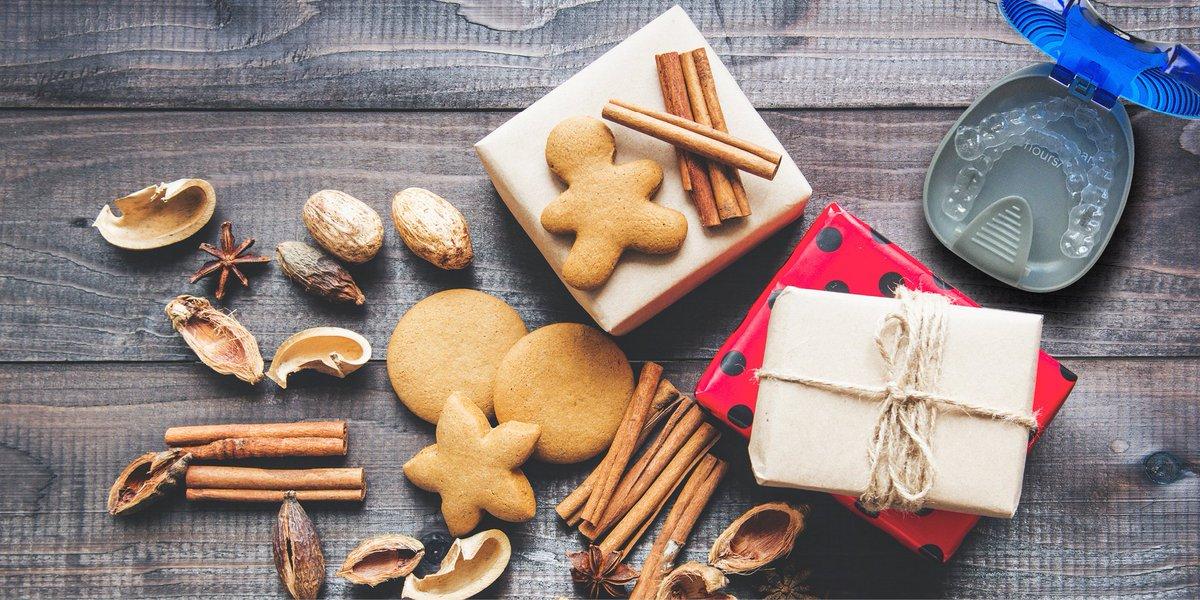 Avec les aligners amovibles et discrets Invisalign®, vous pouvez boire et manger ce qu'il vous plait. 🎄 ✨ 🎄 ✨ 🎄 ✨  #Invisalign #aligners #smile #sourire #holidayseason #winter #christmas2017 #instagood #xmaseve https://t.co/RgyJ82U9b2