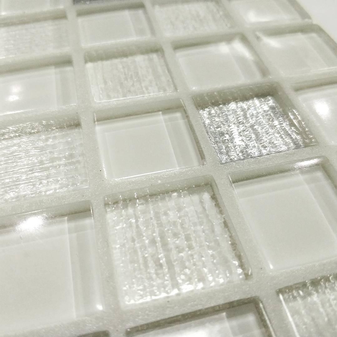 белая мозаика с белыми швами фото адольф