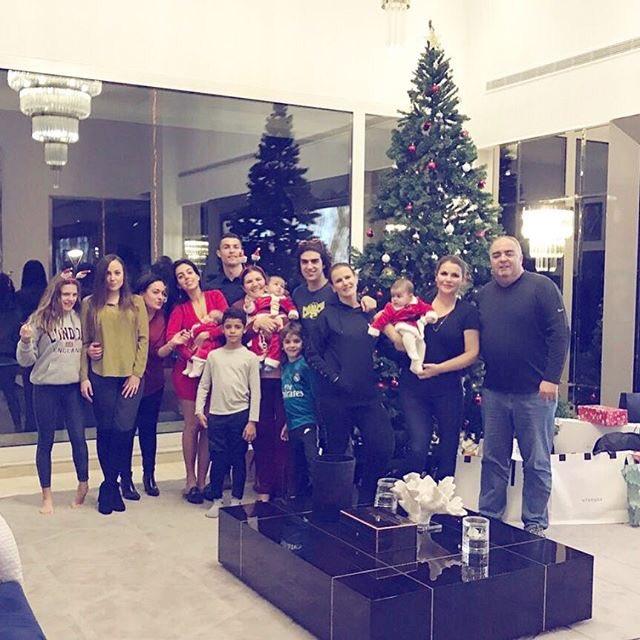 Feliz Natal,paz,amor  Deus e saúde =FAMÍLIA❤️❤️❤️❤️❤️❤️❤️❤️❤️ https://t.co/7PjMs4sdJu