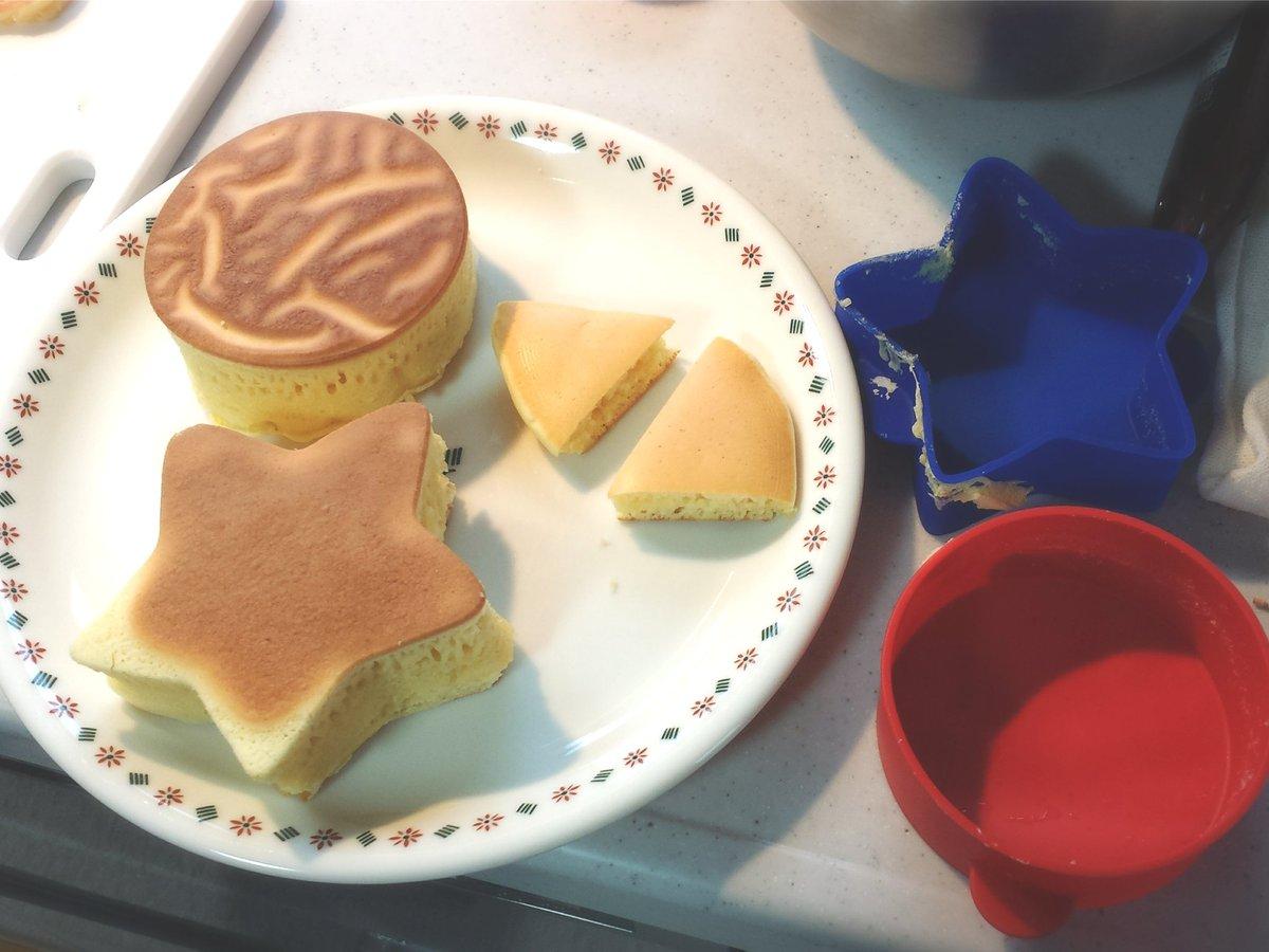 test ツイッターメディア - 今日は息子氏としろくまちゃんのほっとけーきごっこ。 セリアの厚焼きパンケーキ型楽し~い♪お店みたいな分厚いの簡単に作れる♪♪ #セリア https://t.co/tCzhHuJ0nx