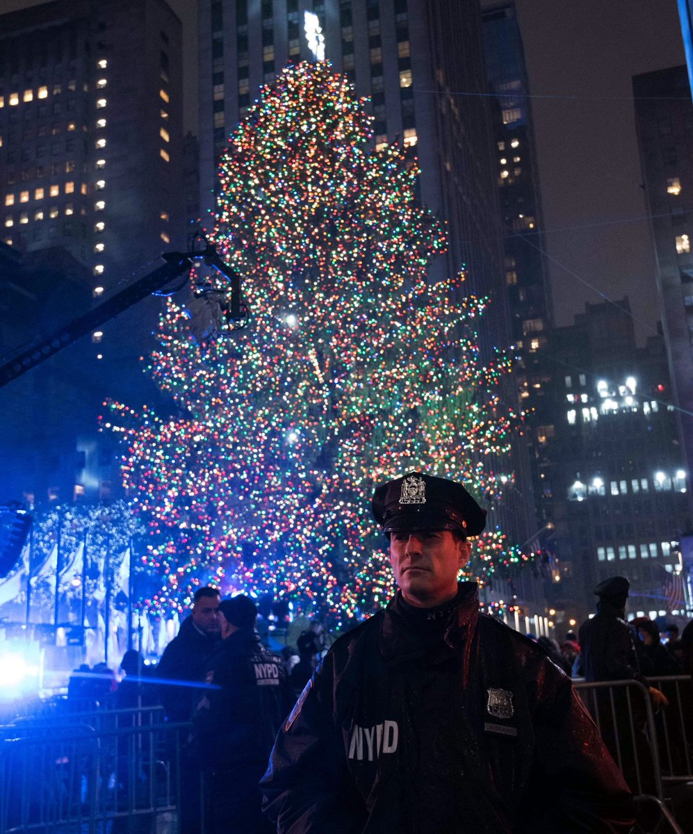 Merry Christmas to all and to all a good night. Know that your cops are #NYPDprotecting 24/7.