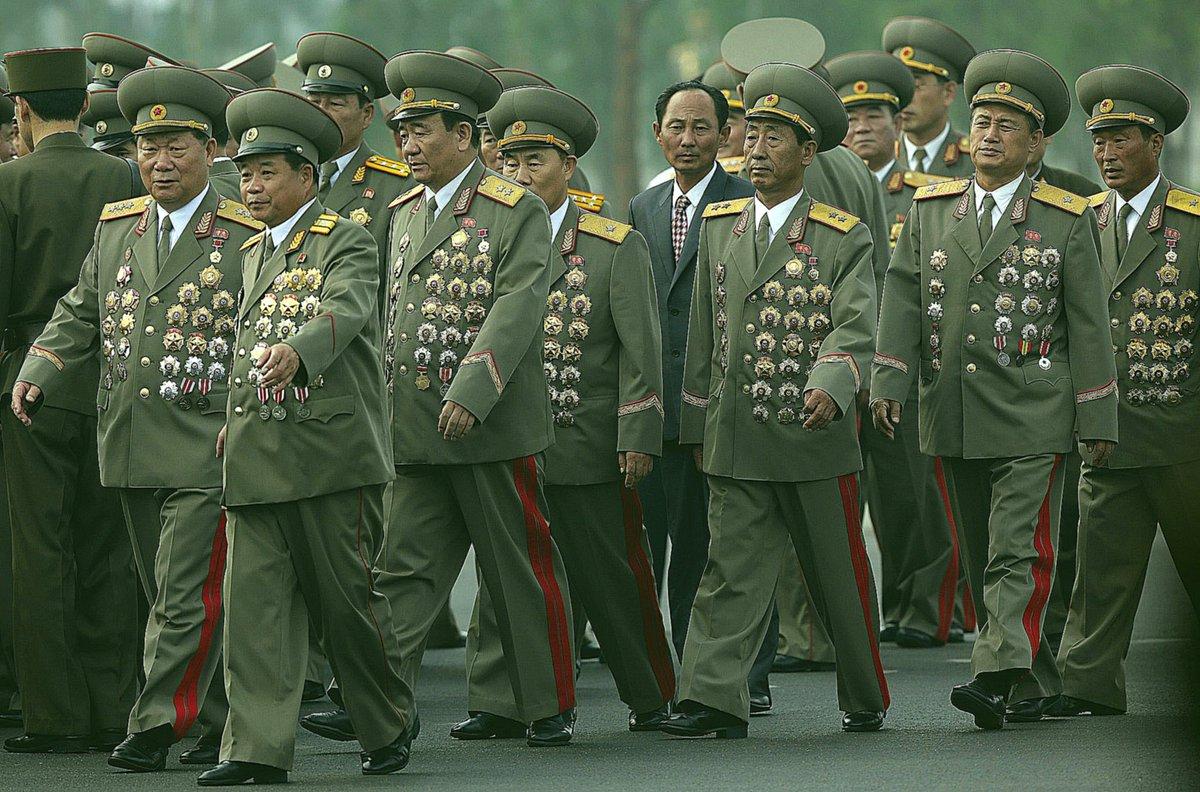 генералы северной кореи фото стенах