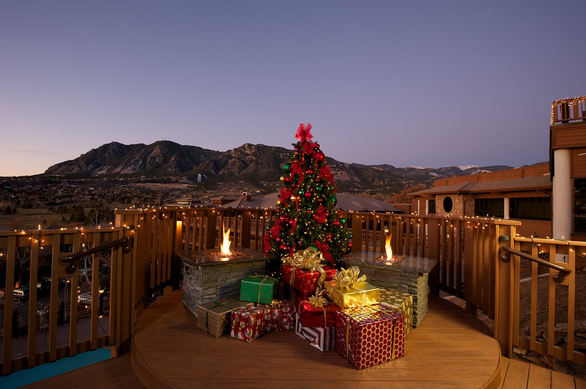 Christmas In Colorado Mountains.Cheyenne Mountain Colorado Springs A Dolce Resort On
