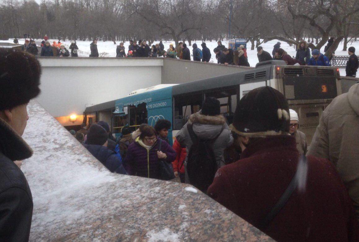 Un bus s'encastre dans un passage souterrain, au moins quatre morts — Russie