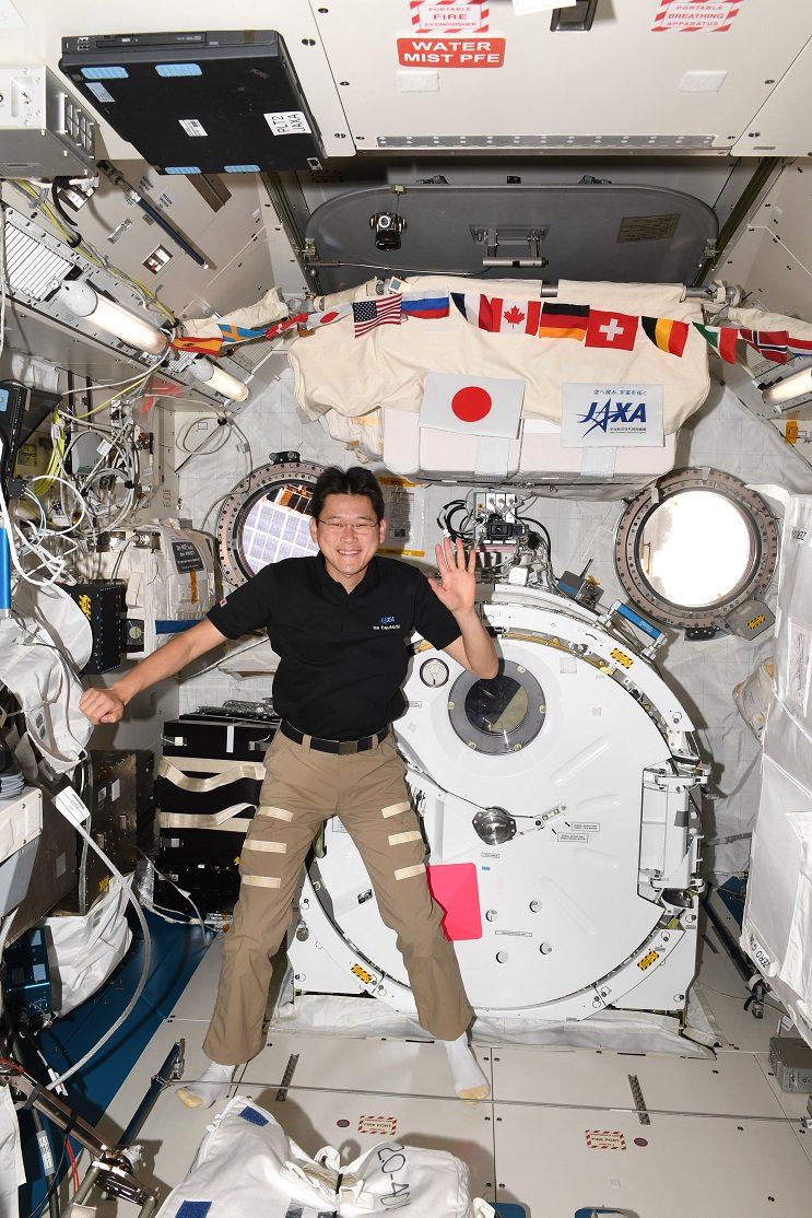 Không hề có chuyện phi hành gia người Nhật cao lên 9 cm sau ba tuần ngoài vũ trụ - Ảnh 2.