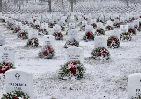 We should all take a moment to say a prayer for those who paid the ultimate price  — Their bravery and sacrifice allows us to live in the greatest country in the world. #USA #ArlingtonNationalCemetery #Christmas 🇺🇸🇺🇸🇺🇸