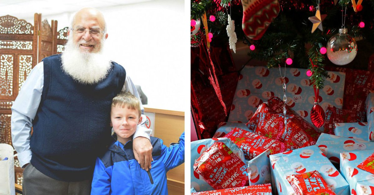 A little boy thought this Muslim accountant was Santa and he's played along for 4 years https://t.co/xApaEwPr2F