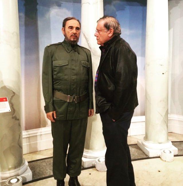 Fidel, tem nadado bastante no Tacho do Capeta? Olha, aqui na terra tua Cuba comunista continua a mesma merda: a miséria dividida em partes iguais para toda uma nação. Que lambança a sua, hein?