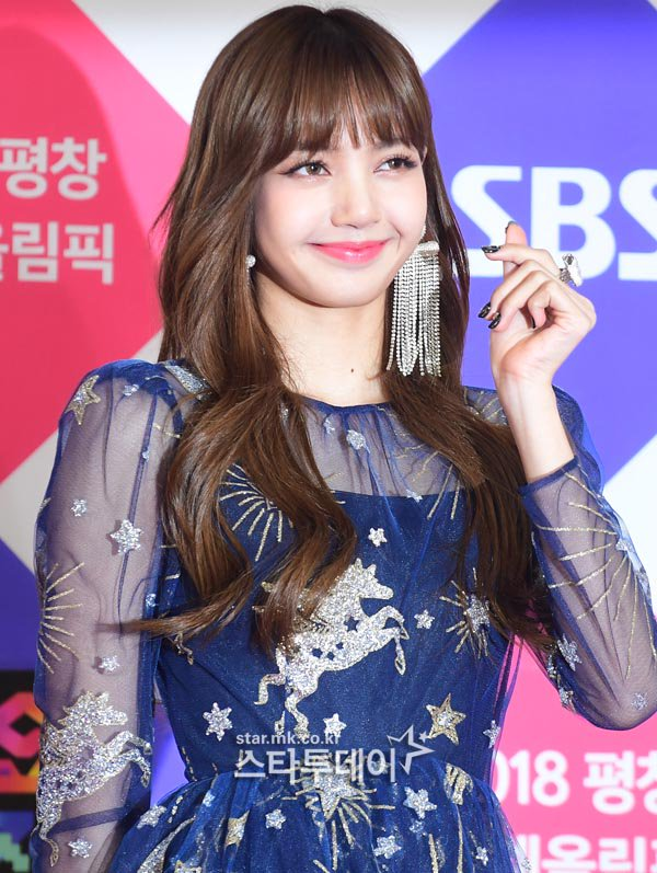 Lisa Blackpink At The Sbs Gayo Daejun Red Carpet Random Onehallyu