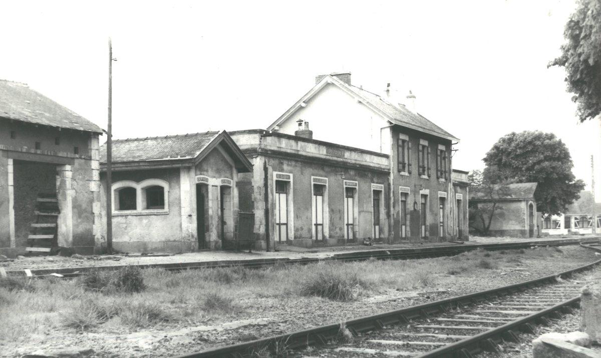 Gare de La Baule-Escoublac (PK 510,3)  DR9mF1tW4AAVCdN