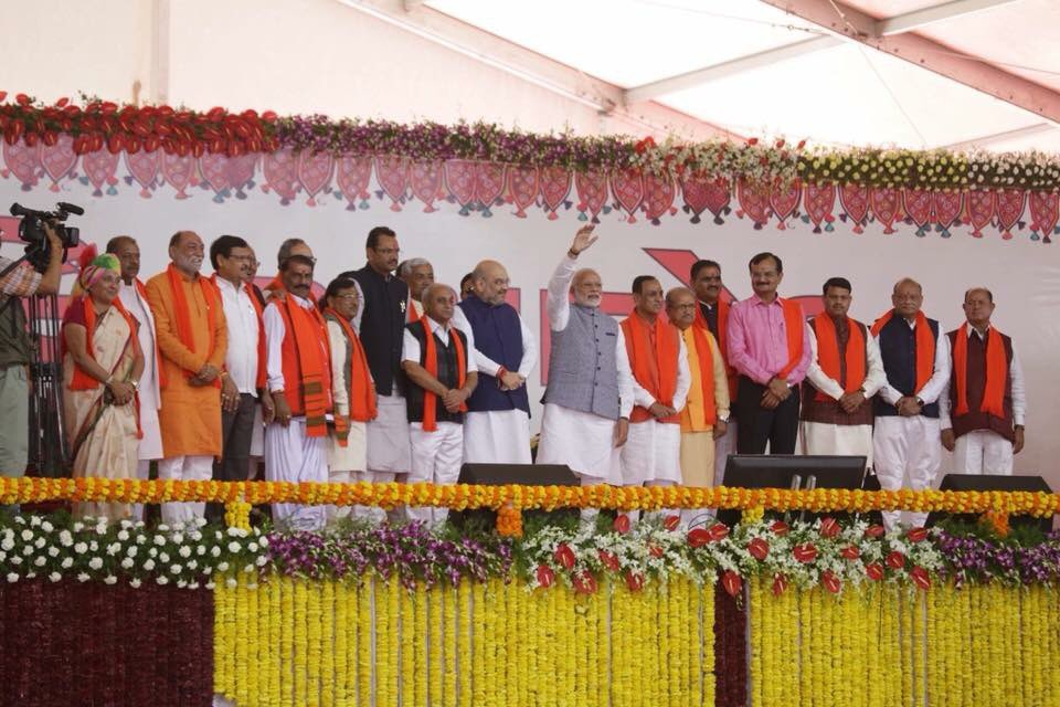In presence of Modi, Shah and a galaxy of leaders, Rupani takes oath, includes 8 new faces, 6 Patidars in council of ministers