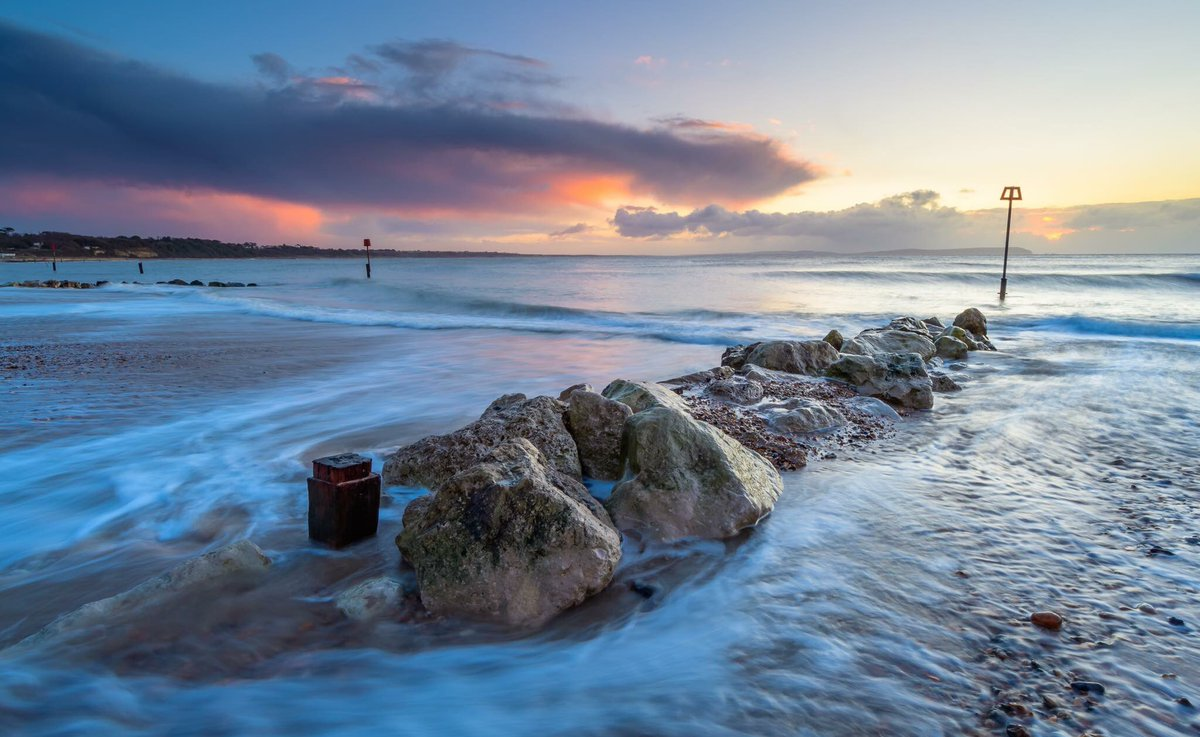 BBCEarth: Good morning from Avon beach, England #EarthCapture by Steve_Hogan_ https://t.co/vqGbMFBo9P