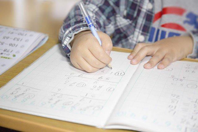 【疑問呈す】計算問題の途中式を書いたら不正解…小学校の指導に困惑 https://t.co/W6UXOy603A  ネット上ではデメリットを指摘する意見が続出。現役の小学校教師は「途中式がないと子供が理解できているのか分からない」と述べた。