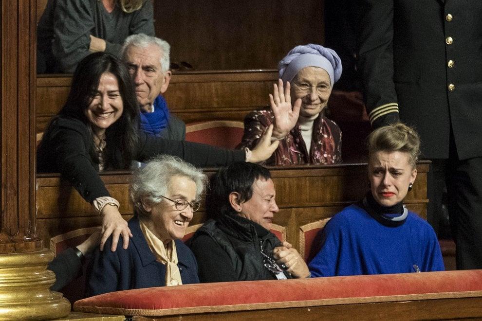 Il #biotestamento è legge: le lacrime di Emma Bonino, la gioia di Mina Welby https://t.co/qVNLTgaGIG