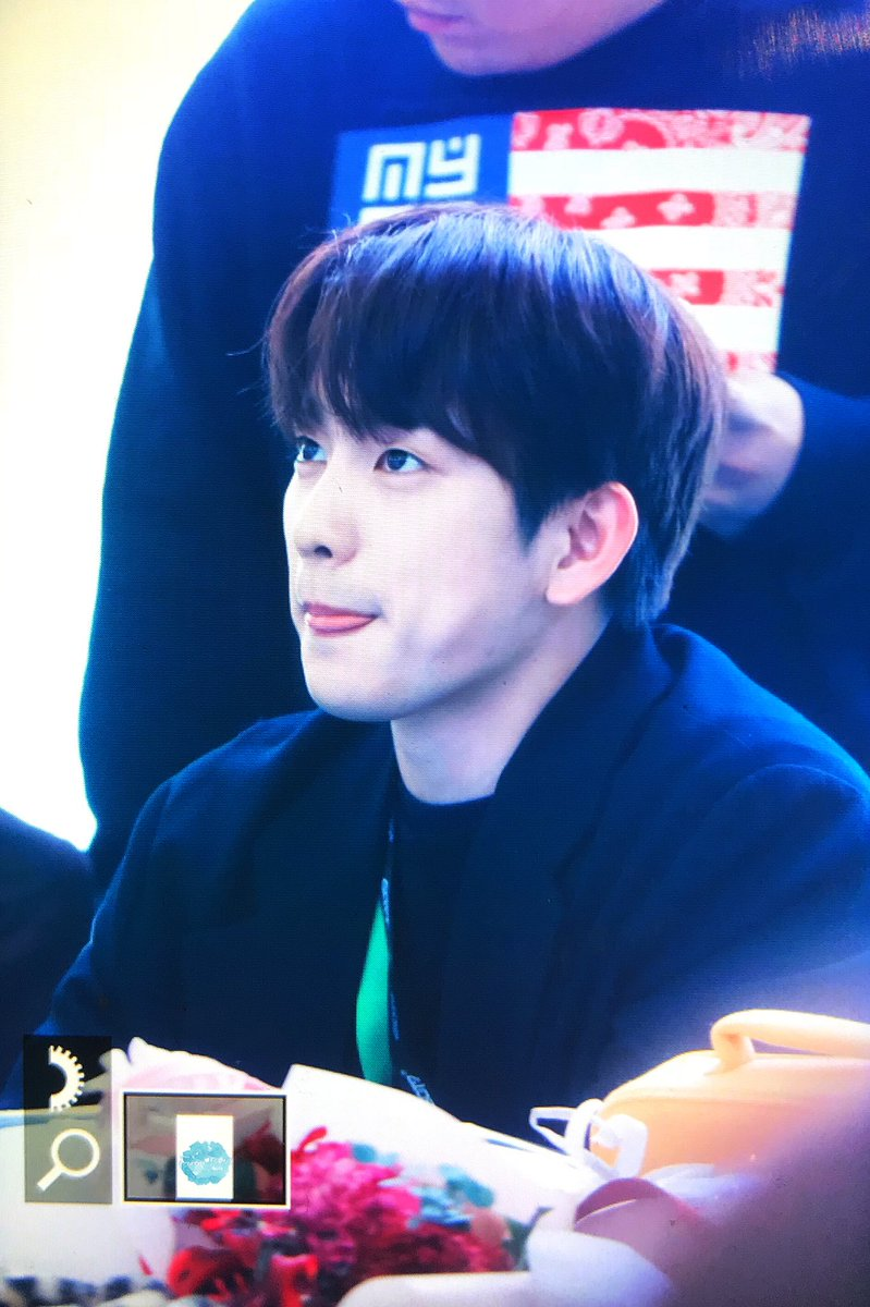 RT @4everYOUNG0922: 171214 고양 팬사인회   #진영 #Jinyoung  #갓세븐 #GOT7  귀여워 ㅠㅠㅠㅠㅠ https://t.co/UHIIOPzCIc