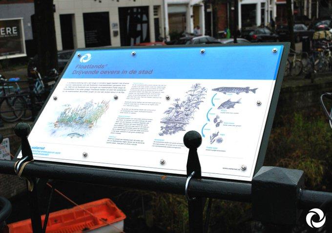 Nieuwe infoborden geregeld voor de Floatlands ( = watertuinen) in de Boerenwetering! Al 20 jaar houden de vrijwilligers de boel drijvende. Petje af @NMTZuid