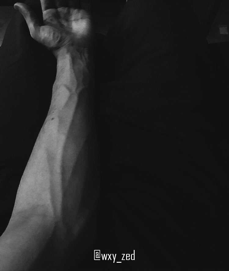 Beca veins are love ❤️ i mean my veins 🌚🔥 #Veins #Blood #Pic #Me #Black #White https://t.co/p6UYF4NSQa