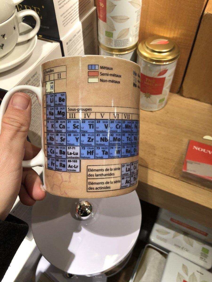 Je trouve des cadeaux de #noel  qui devraient m'être destiné et je trouve rien pour les autres #chimie pic.twitter.com/vhMkPyc9a3