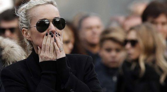Le cri déchirant de Laeticia lors de l'enterrement de son mari #JohnnyHallyday https://t.co/z2Y1SDKbnV