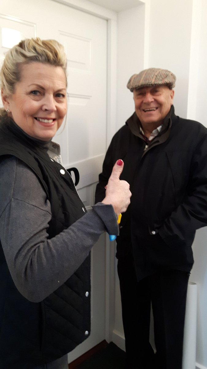 test Twitter Media - 2nd completion this week, yay! Huge congrats to Jacqueline & Brian, in for Christmas, enjoy your new home.😊@KingsSuttonNews @GrandunionHG https://t.co/rqRCaiPQvy