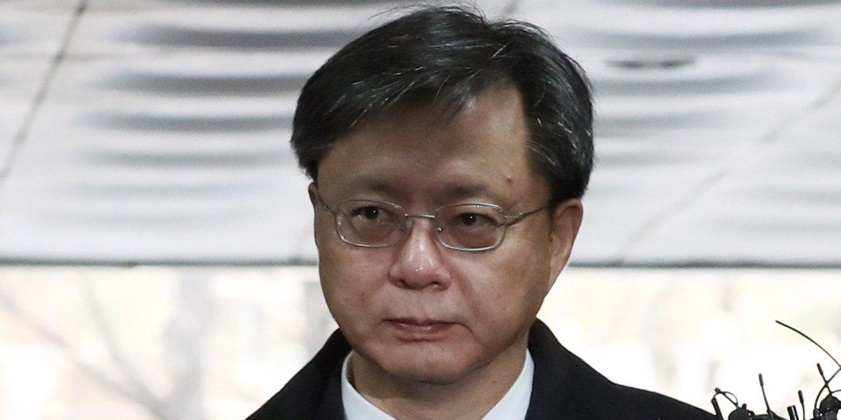 우병우 전 청와대 민정수석이 검찰의 세번째 영장 청구 끝에 결국 구속됐다. 국정원에 불법사찰을 지시한 혐의다. https://t.co/lijnQe14GE