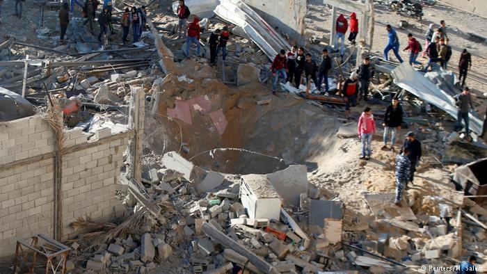 Em meio a onde de violência após EUA reconhecerem Jerusalém como capital israelense, Israel bombardeia Faixa de Gaza em resposta a mísseis https://t.co/hPncxGVaft #Israel #Gaza