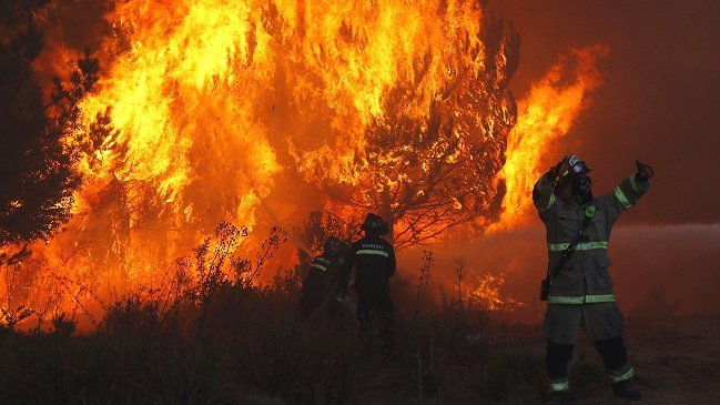 Conaf alerta sobre 'condiciones propicias' para incendios forestales en la zona central https://t.co/vD9MTA2QhV https://t.co/o3Yx2p2dtP