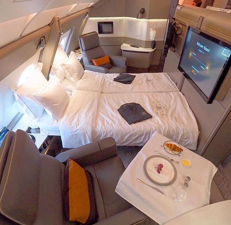 RT @BiIlionaires: On Singapore Air first class you get an actual bed to sleep on 😳 https://t.co/2bMTUiZK2n