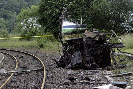 Francia: incidente tra treno e scuolabus ad un passaggio a livello, 'almeno 4 morti, di cui  2 bambini' secondo Bfm-Tv . 7 feriti