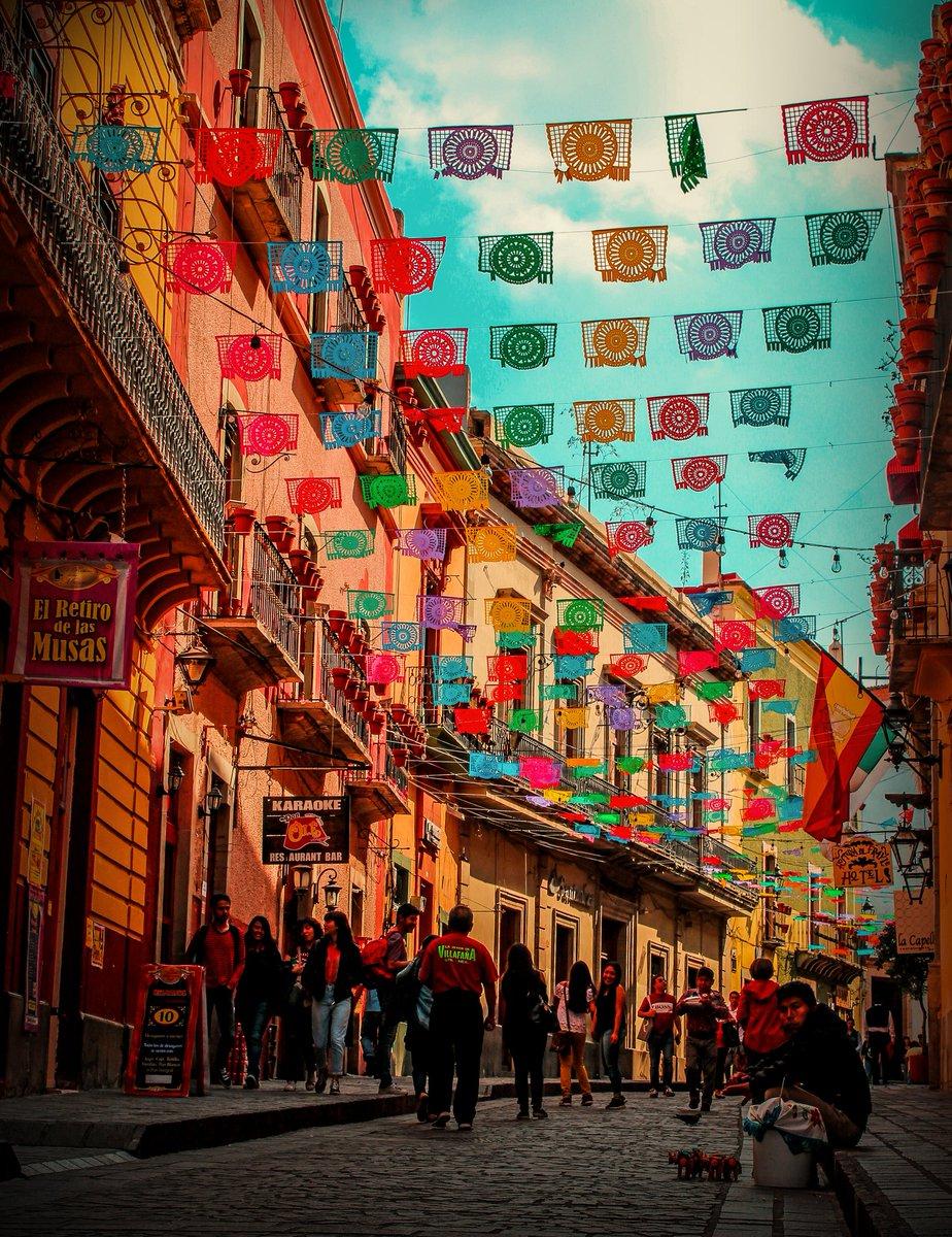 RT @GtoCultural: Hermosos colores de Guanajuato.   #FelizJueves  #Guanajuato  #México https://t.co/JeTHK6b0sX