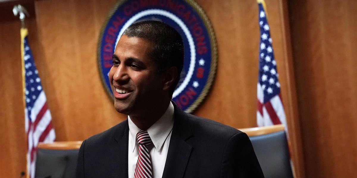 IT'S OFFICIAL: The FCC votes 3-2 to repeal #NetNeutrality https://t.co/CmINhomgAW