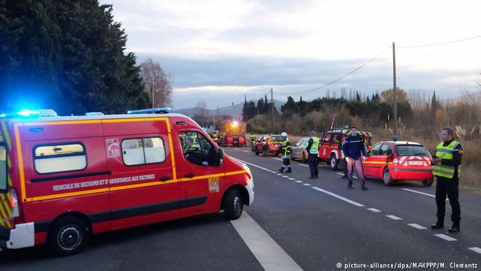 Colisão entre trem e ônibus escolar deixa mortos na França. Ao menos quatro pessoas morrem, e 19 ficam feridas. https://t.co/l5IbYaiXMo