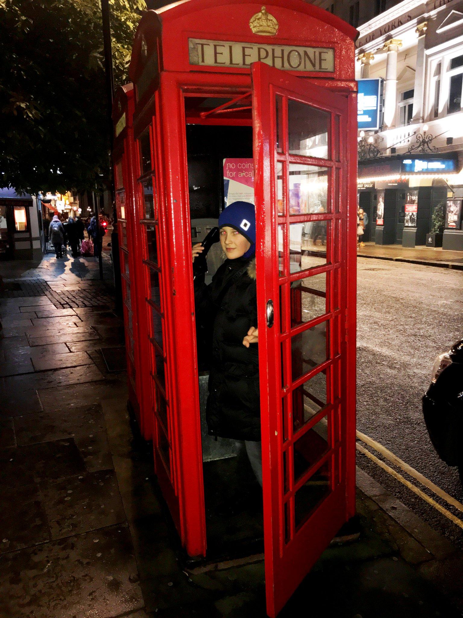 картинка человек и телефонная будка