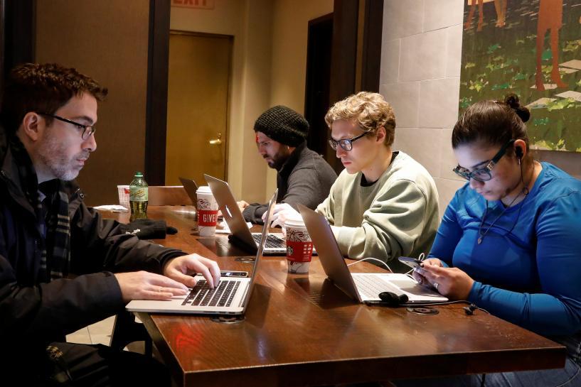 U.S. regulators ditch net neutrality rules as legal battles loom https://t.co/2hFvACiu7b