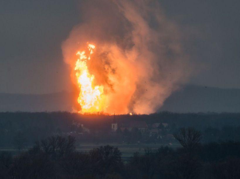 PHOTOS. Enorme explosion dans un terminal gazier en Autriche https://t.co/jivqOVIu6z